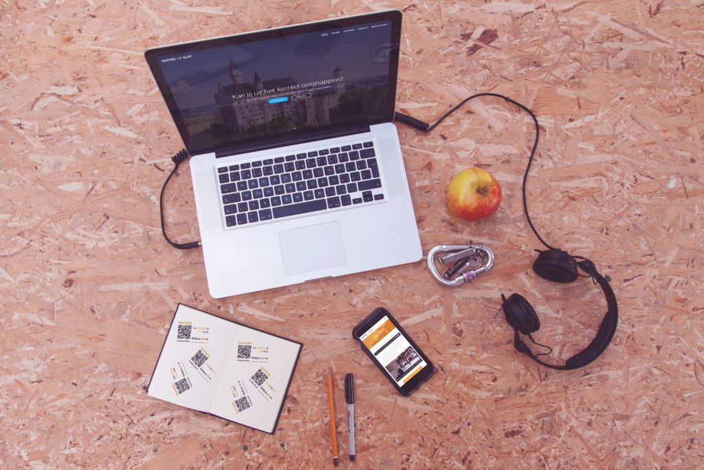 Kasteel Op Slot website op mobiel en laptop