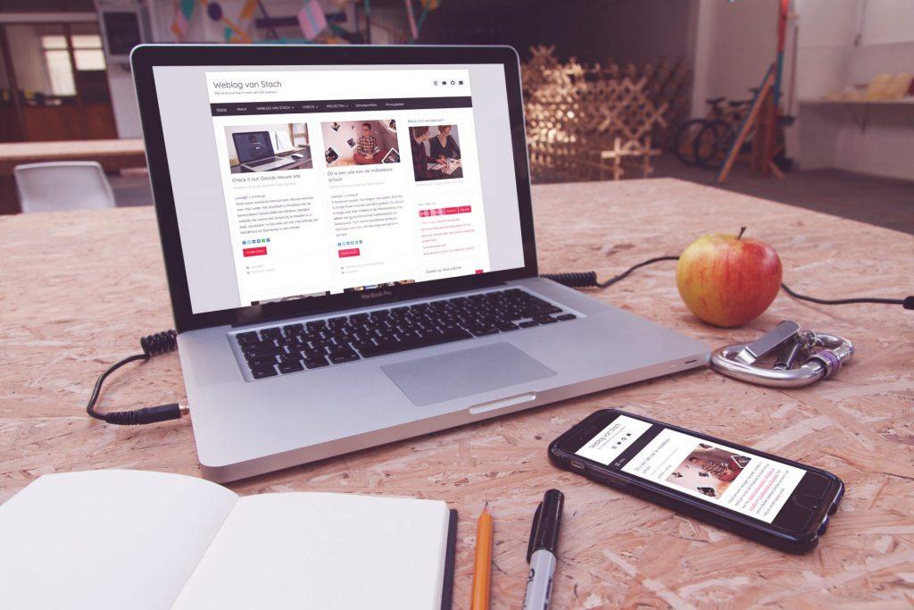 Weblog van Stach op een laptop en mobiel