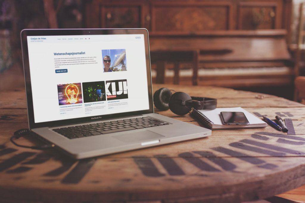 De website van Gieljan de Vries op een laptop